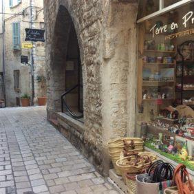 Dans une rue Provençale