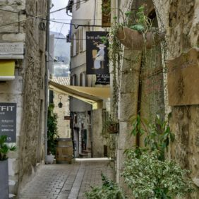 Dans une rue Provençale, notre Boutique !
