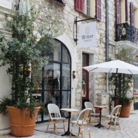 Jolie terrasse face au musée de Vence
